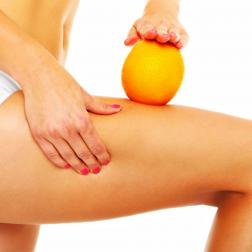Massaggio anticellulite con crema e fiala