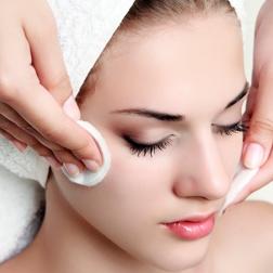 Pulizia del viso adatta a tutti i tipi di pelle